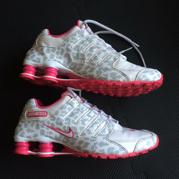 ec3680131718 Nike Shox cheetah print (white   pink) size 9. M 5b53764f0e3b8620e00cab8d